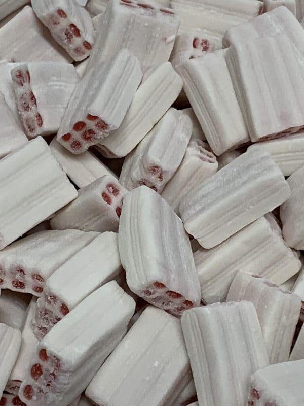 Mansikkatiili - valkoinen mansikkakarkki - Karkkikuja