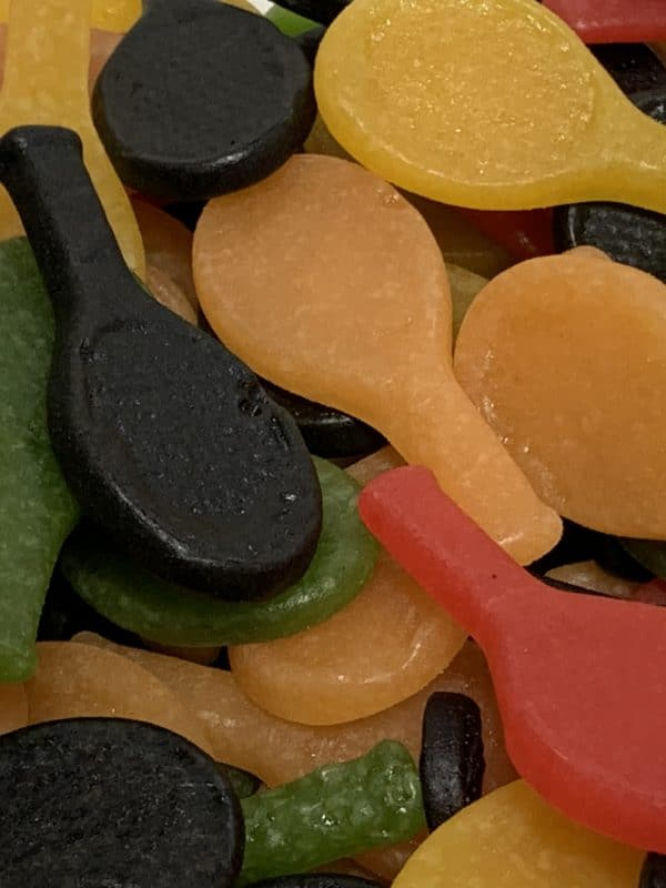 Tennismaila XL - iso värikäs hedelmäkarkki irtokarkki - Karkkikuja