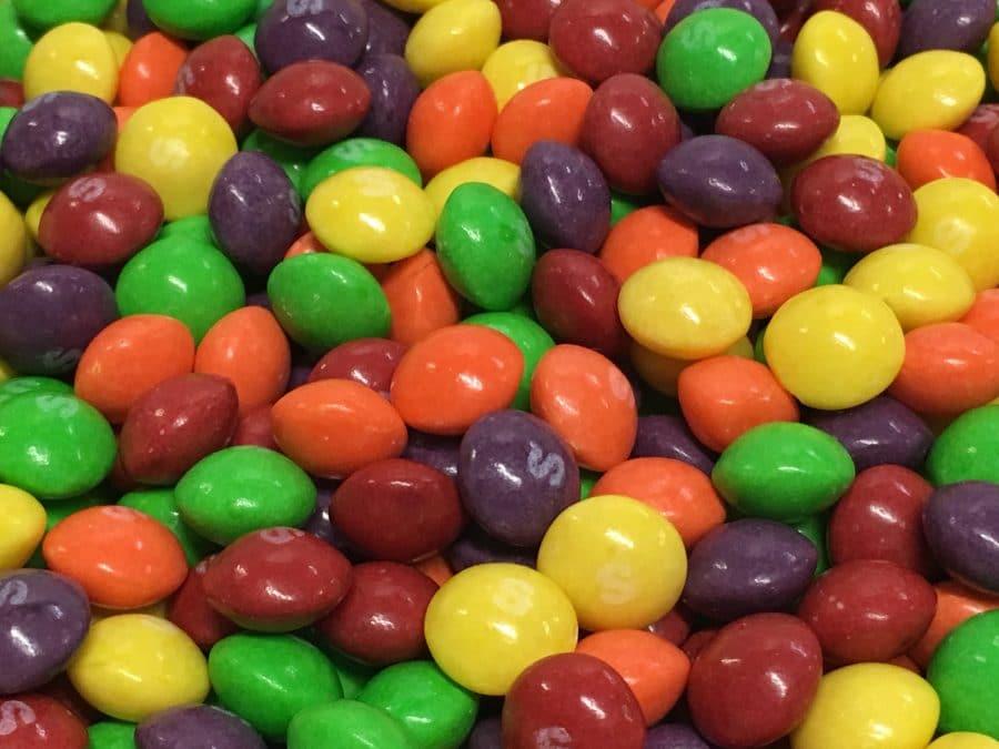 Fruits Skittles - värikäs pieni karamelli sekoitus - Karkkikuja