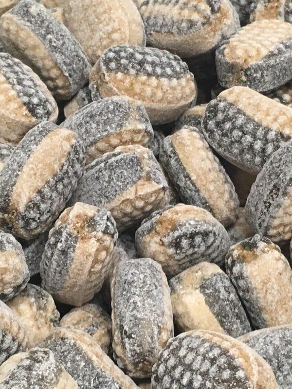 Kameleontti kinuski-salmiakki - kova kinuskin makuinen salmiakkikarkki - Karkkikuja
