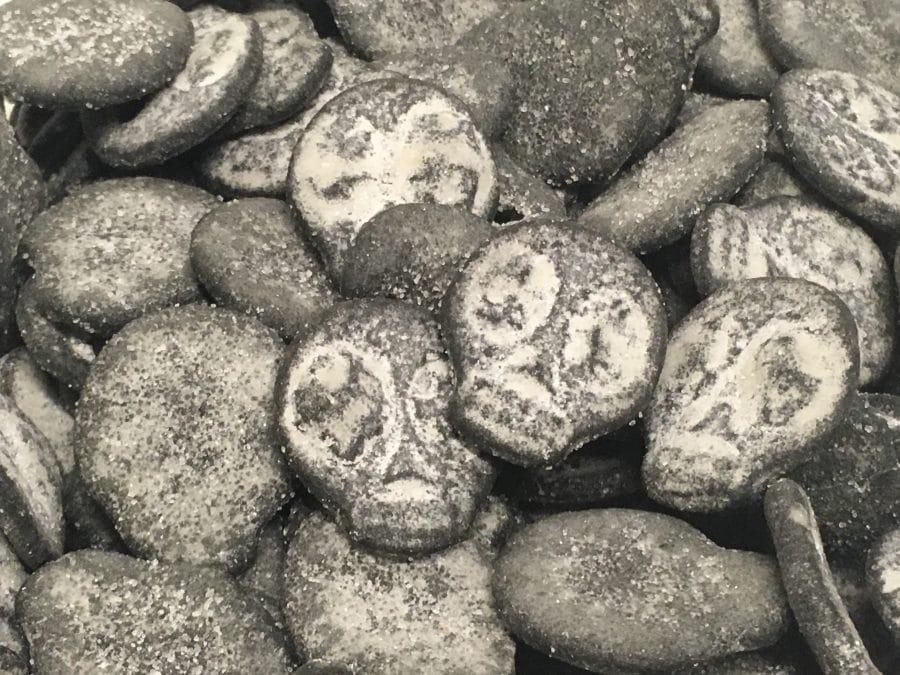 Supersalmiakkipääkallo - ohut sokeroitu salmiakkikarkki - Karkkikuja