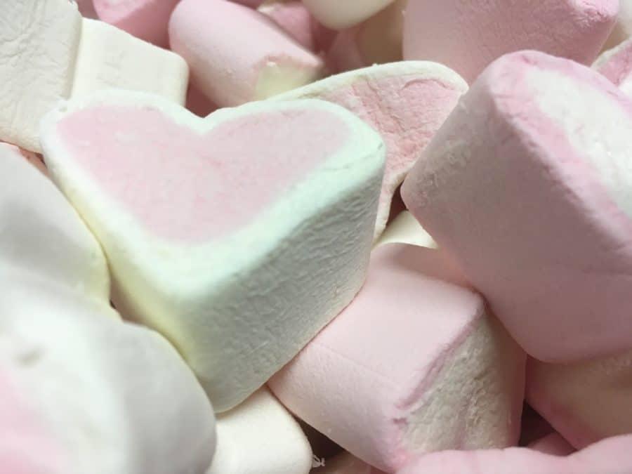 Sydänvaahto - vaaleanpunainen pehmeä sydänkuvio vaahtokarkki - Karkkikuja