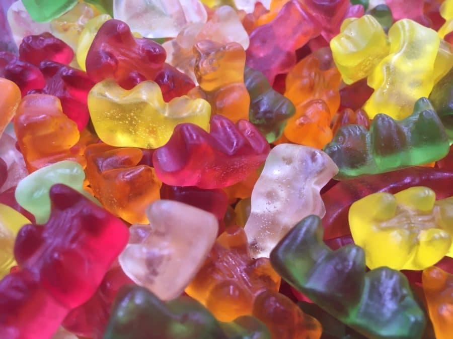 Nallekarkki - värikäs pehmeä sokeriton hedelmäkarkki nallekuvio -Karkkikuja