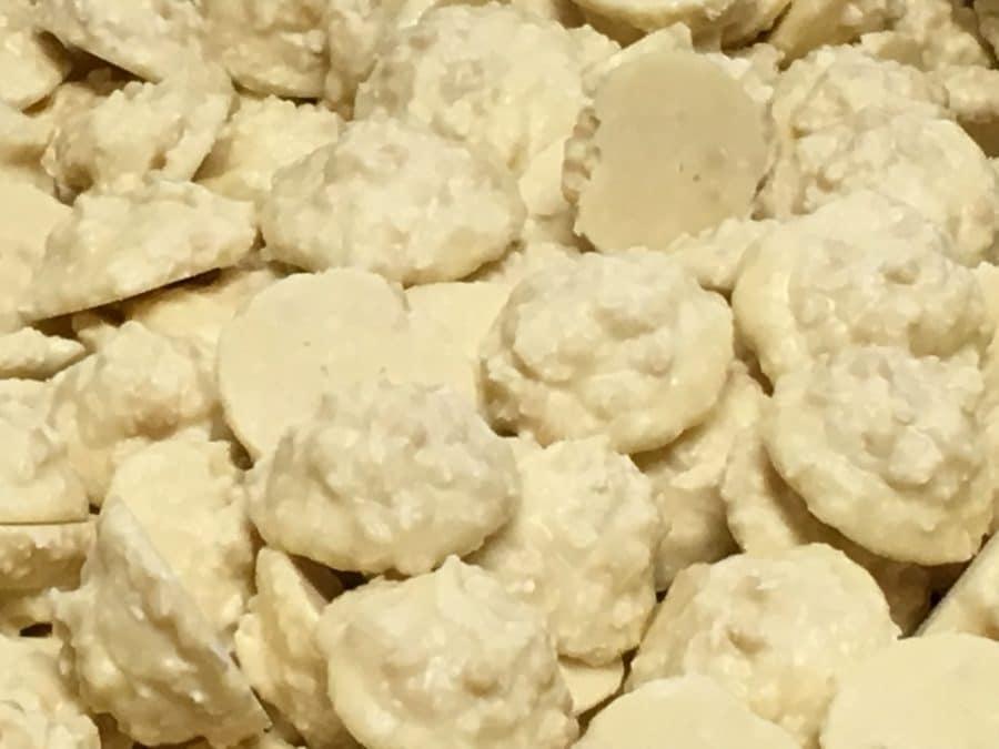Jogurttikookos Cluster - kookosjugurtti jogurtin makuinen valkosuklaa -Karkkikuja