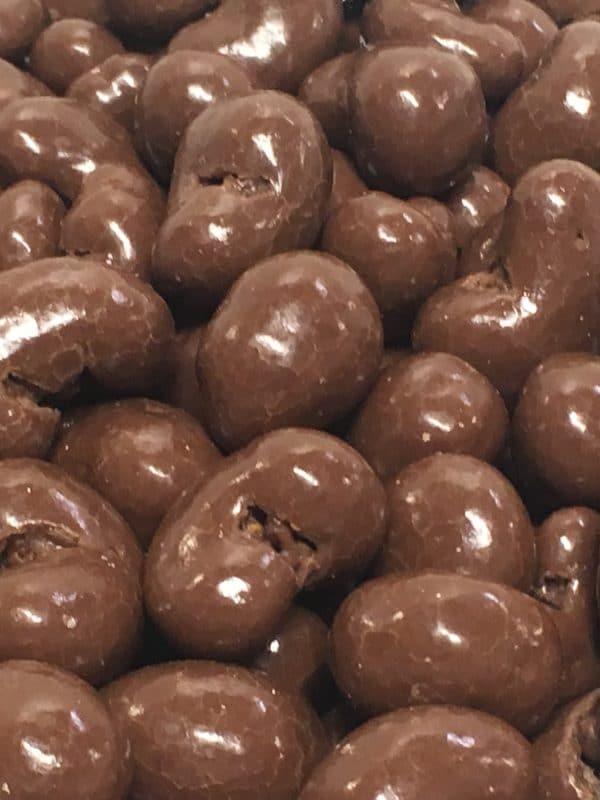 SuklaaCashew - maitosuklaakuorrutettu pähkinä -Karkkikuja
