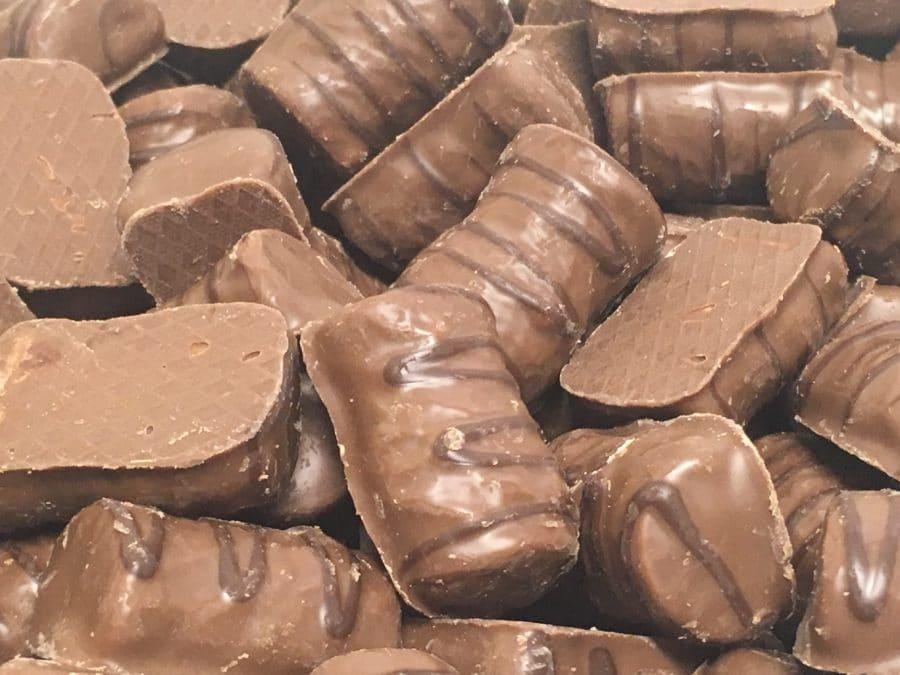 Ahaa Suklaacrisp - rapea maitosuklaapala riisimurosuklaa - Karkkikuja