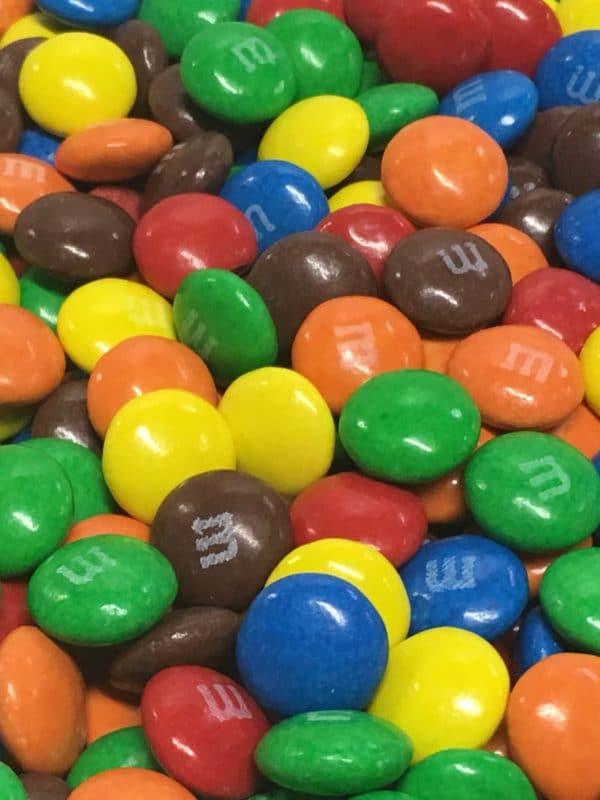 M&M's suklaarae - Värikäs suklaakarkki - Karkkikuja