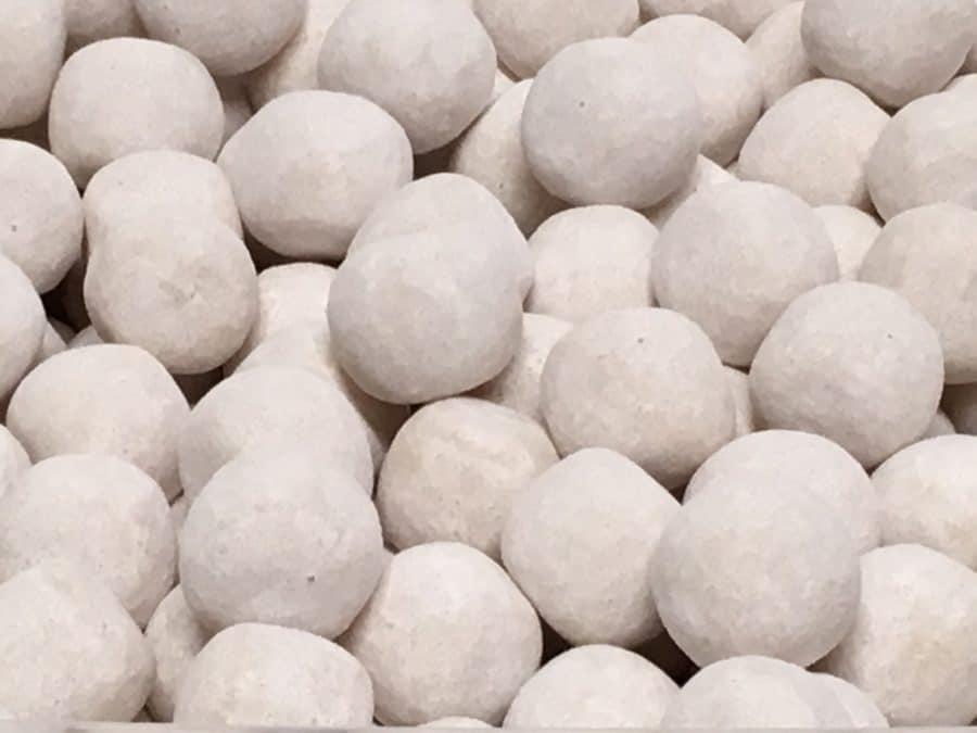 Toffeelumipallo - Valkoinen kuorrutettu toffeekarkki - Karkkikuja