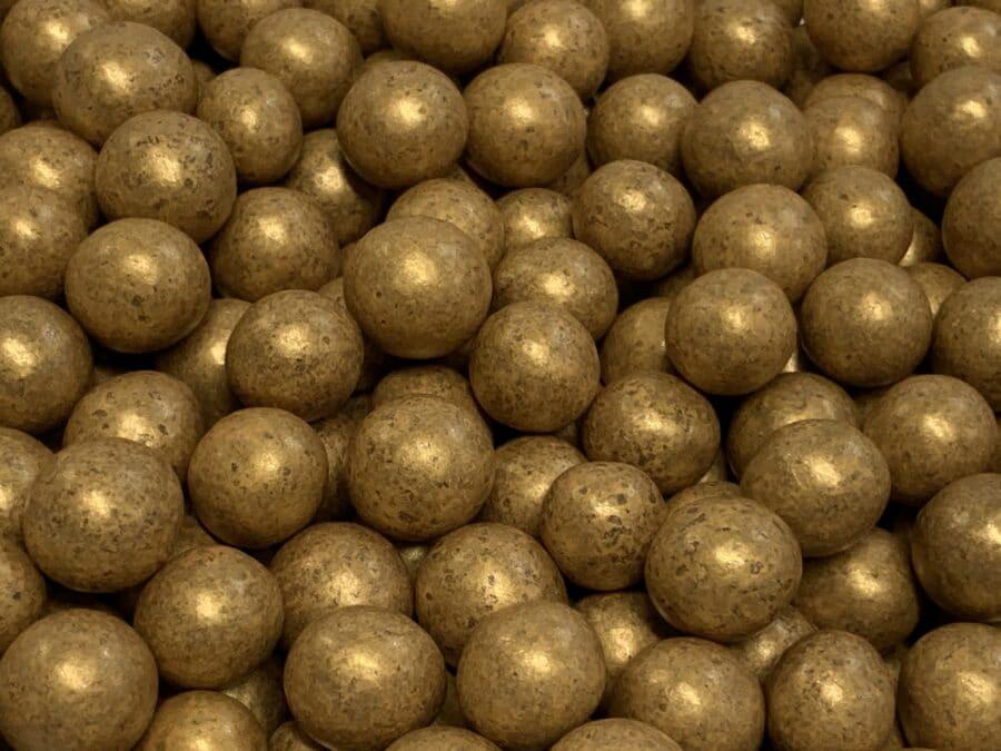 Kultalakritsi - kultavärillä kuorrutettu suklaa lakritsi - Karkkikuja