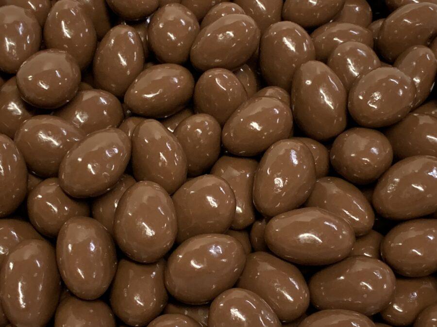 Suklaamanteli - maitosuklaa kuorrutettu manteli - Karkkikuja