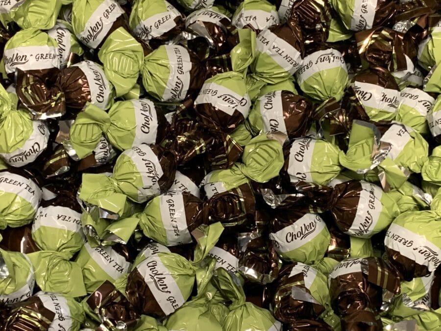 Green- ja Matchatee Cremetäyte Konvehti - yksittäispakattu vihreä tee -täytekonvehti yksittäispakattu tummasuklaa kermatäyte - Karkkikuja