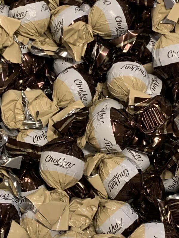 KaakaoHasselpähkinä Cremetäyte Konvehti - yksittäispakattu tummasuklaa valkosuklaakonvehti pähkinä kermatäyte hasselpähkinäkreemi - Karkkikuja
